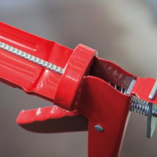 Pištolj za silikon nazubljeni medium